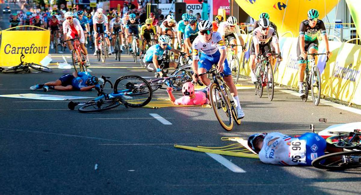 La primera etapa de la Vuelta a Polonia terminó con una dura caída. Foto: EFE