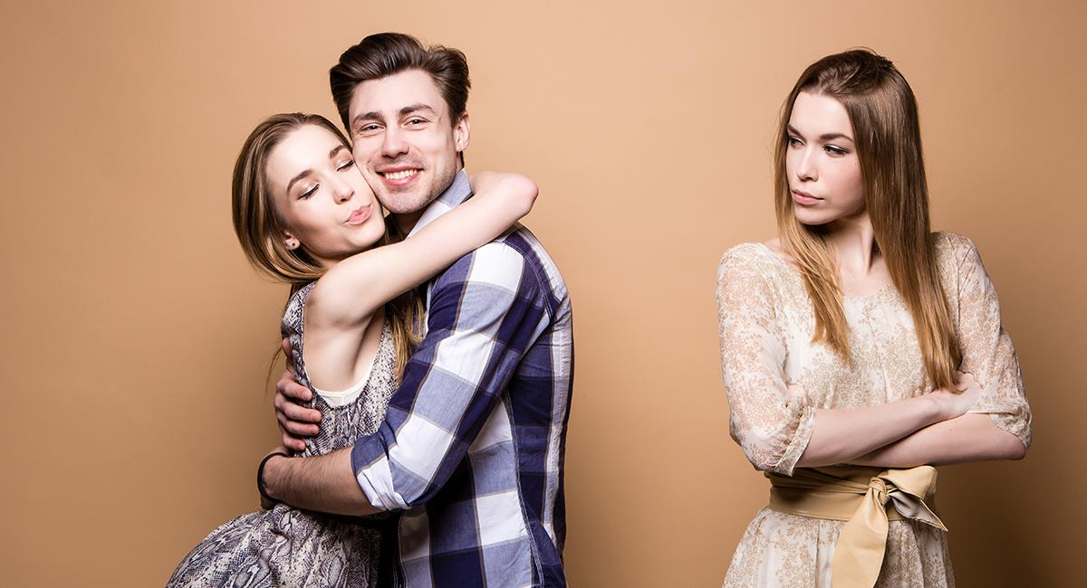 Señales que revelan que tu novio tiene sentimientos fuertes por su mejor amiga. Foto: Shutterstock