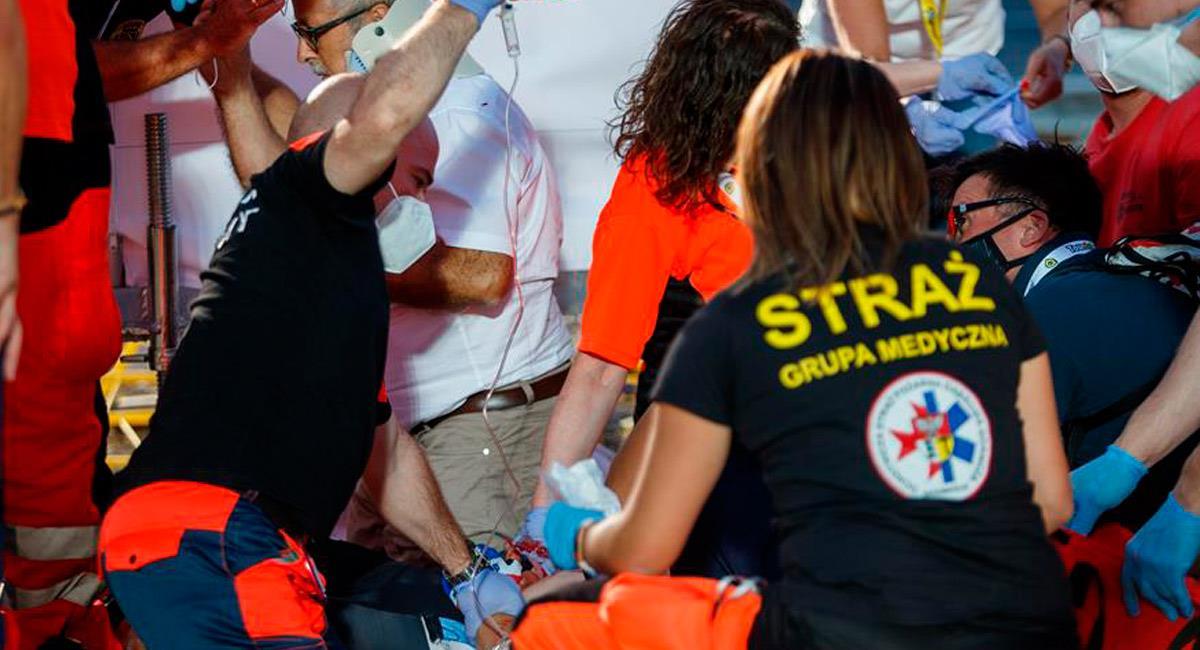 Fabio Jakobsen es atendido tras sufrir una dura caída. Foto: EFE