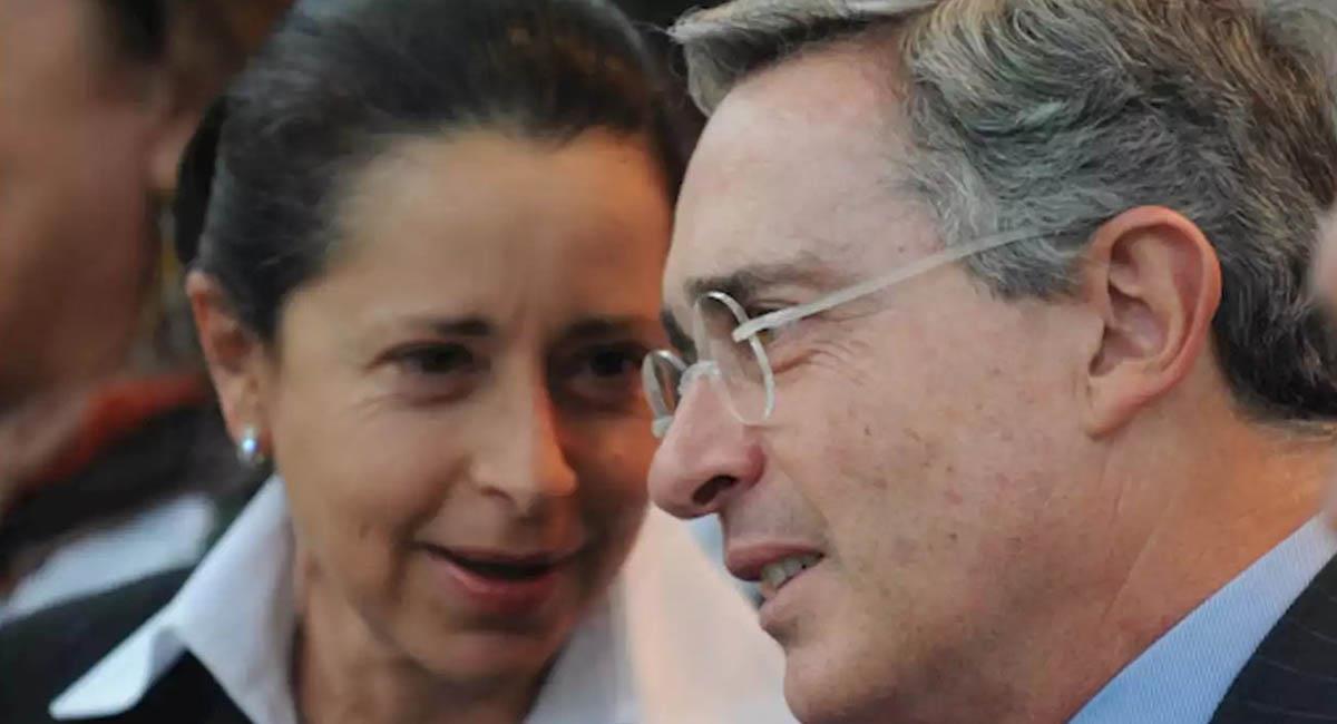 Lina Moreno, junto con su esposo y expresidente Álvaro Uribe. Foto: Twitter / @AlexanderR1675