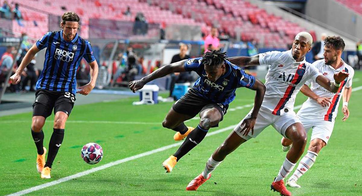 Duván Zapata en el partido ante PSG por Champions League. Foto: EFE