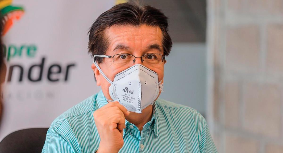 El ministro de Salud sigue entregando elementos médicos. Foto: Twitter @MinSaludCol