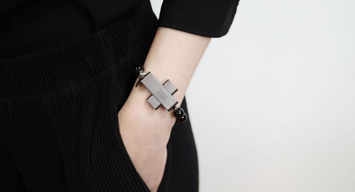 Este novedoso dispositivo funciona como un brazalete digital para la oración. Foto: Twitter @Acer