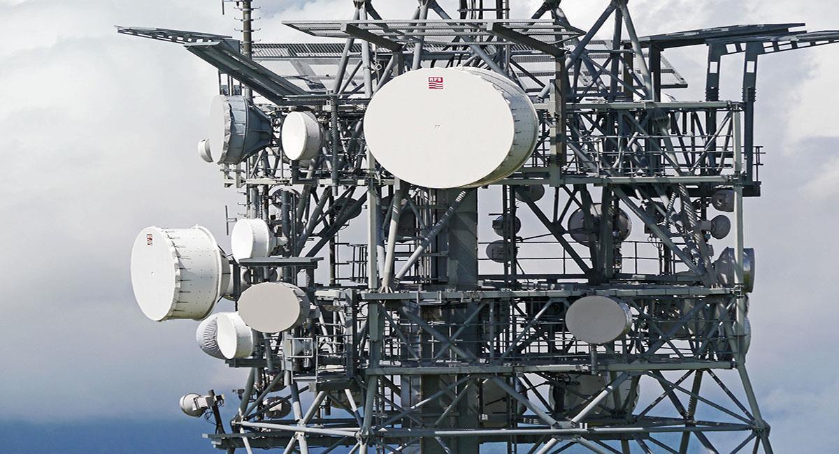 Las comunicaciones pueden sufrir con una tormenta solar. Foto: Pixabay