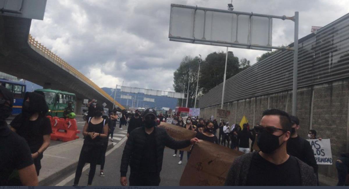 La protesta involucró a trabajadores del sector turismo y aéreo. Foto: Twitter @Liliana60001831