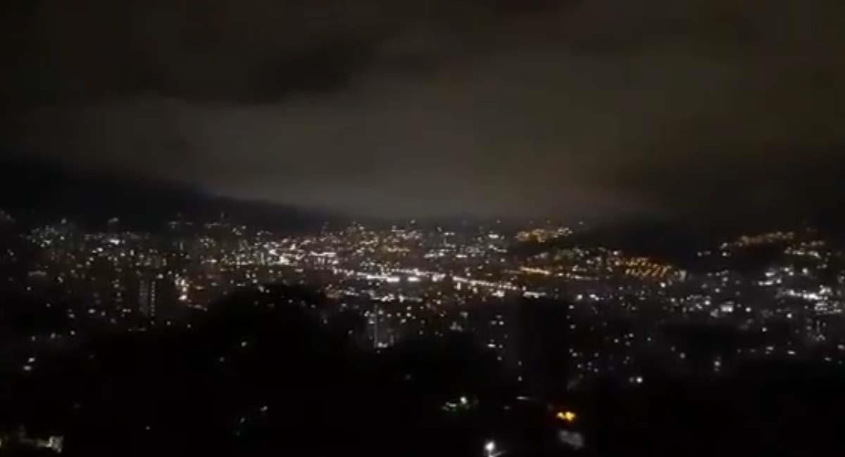 Así lucía el cielo de Medellín en la noche del pasado 24 de agosto. Foto: Twitter / @360RadioCo