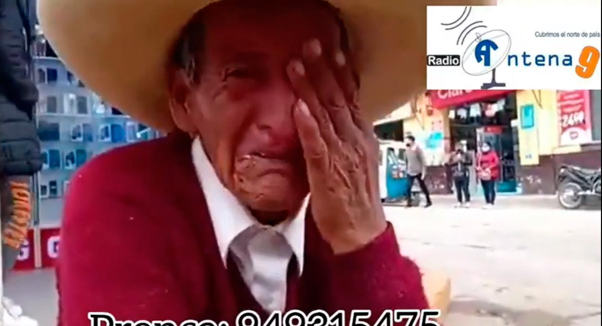 El hombre se sumió en llanto en plena vía pública. Foto: Facebook Captura de video @RadioAntena9