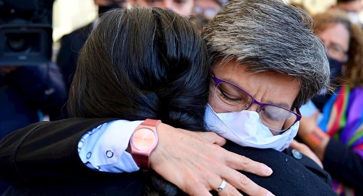 Claudia López presenta sus condolencias a familiares de víctimas. Foto: EFE
