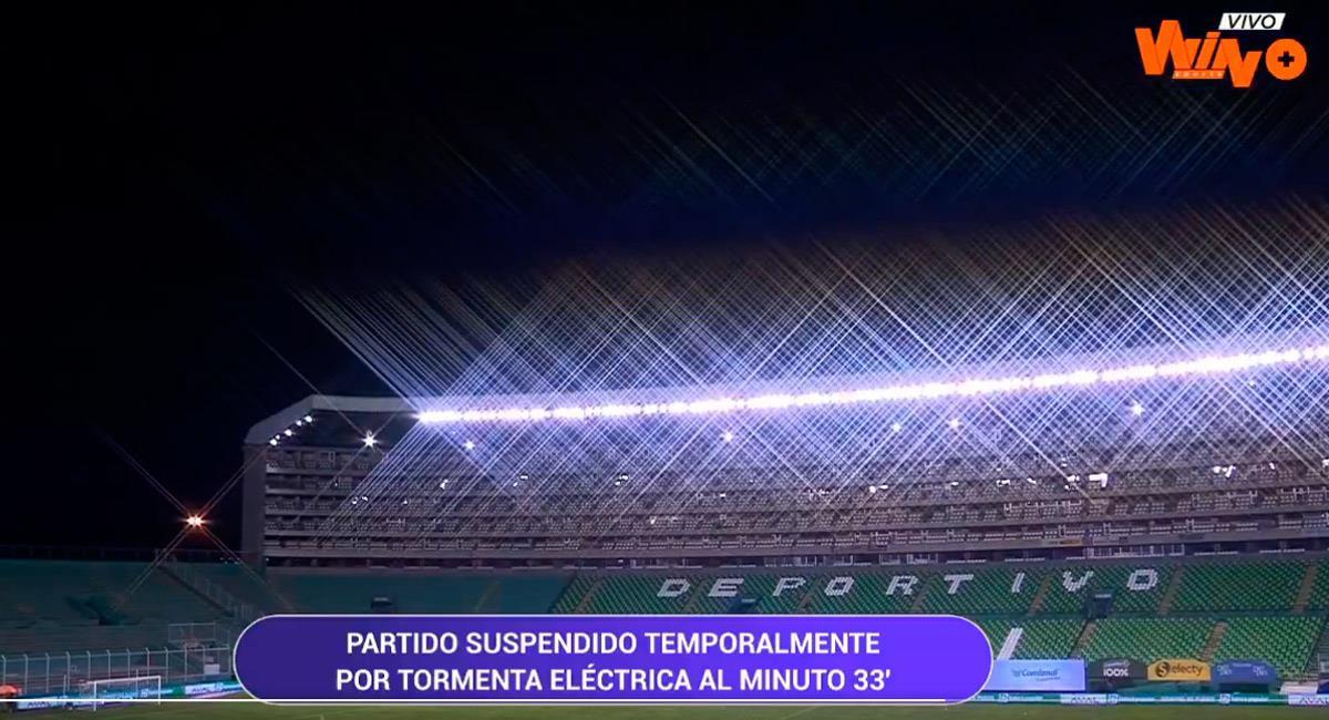 Una tormenta eléctrica hizo detener el partido en el minuto 33. Foto: Twitter Reproducción video @WinSportsTV