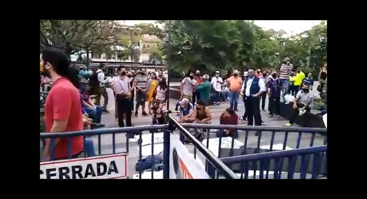 La comunidad apoyó a la policía. Foto: Twitter @ANKARA300