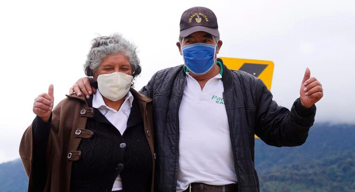 Ana Montenegro, madre de Richard Carapaz y su padre Antonio. Foto: EFE