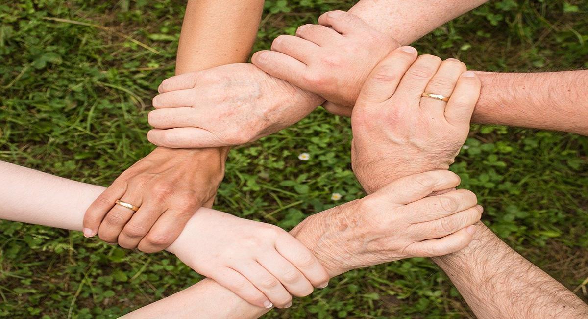 Una familia unida siempre tendrá la fuerza para superar las dificultades. Foto: Pixabay