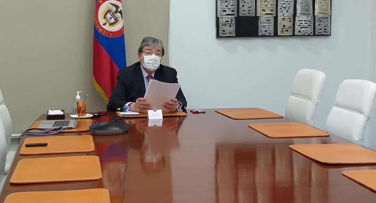 El ministro de Defensa, Carlos Holmes Trujillo, ha sido criticado por las acciones de la Fuerza Pública. Foto: Twitter / @mindefensa