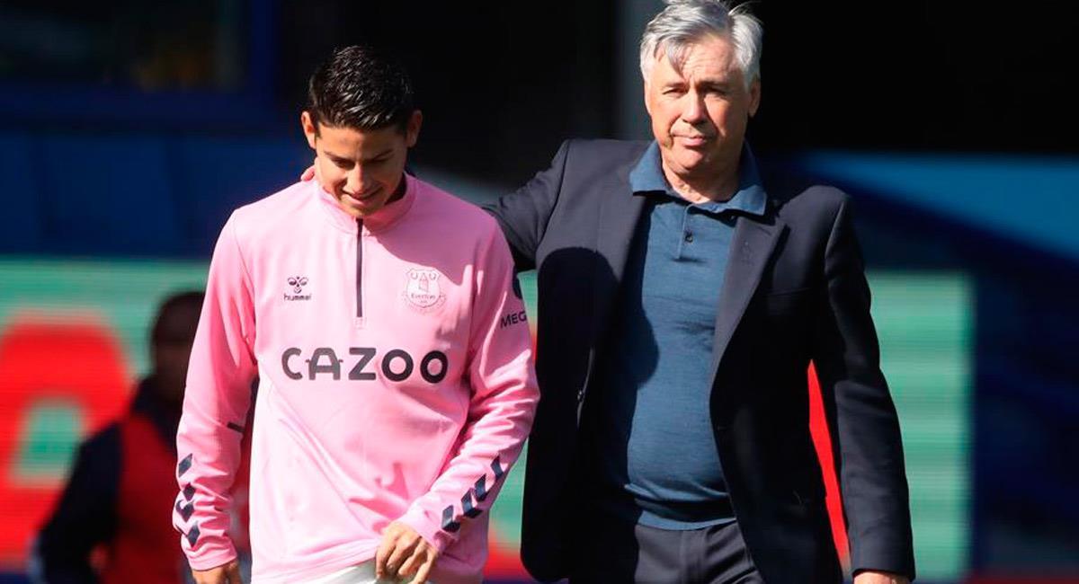 James Rodríguez junto a Carlo Ancelotti. Foto: EFE
