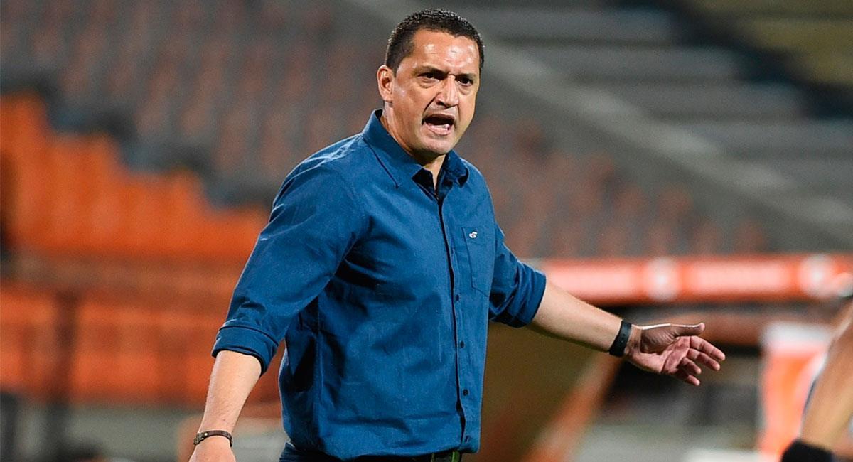 Aldo Bobadilla sigue teniendo altercados con la prensa tras los malos resultados del DIM. Foto: EFE