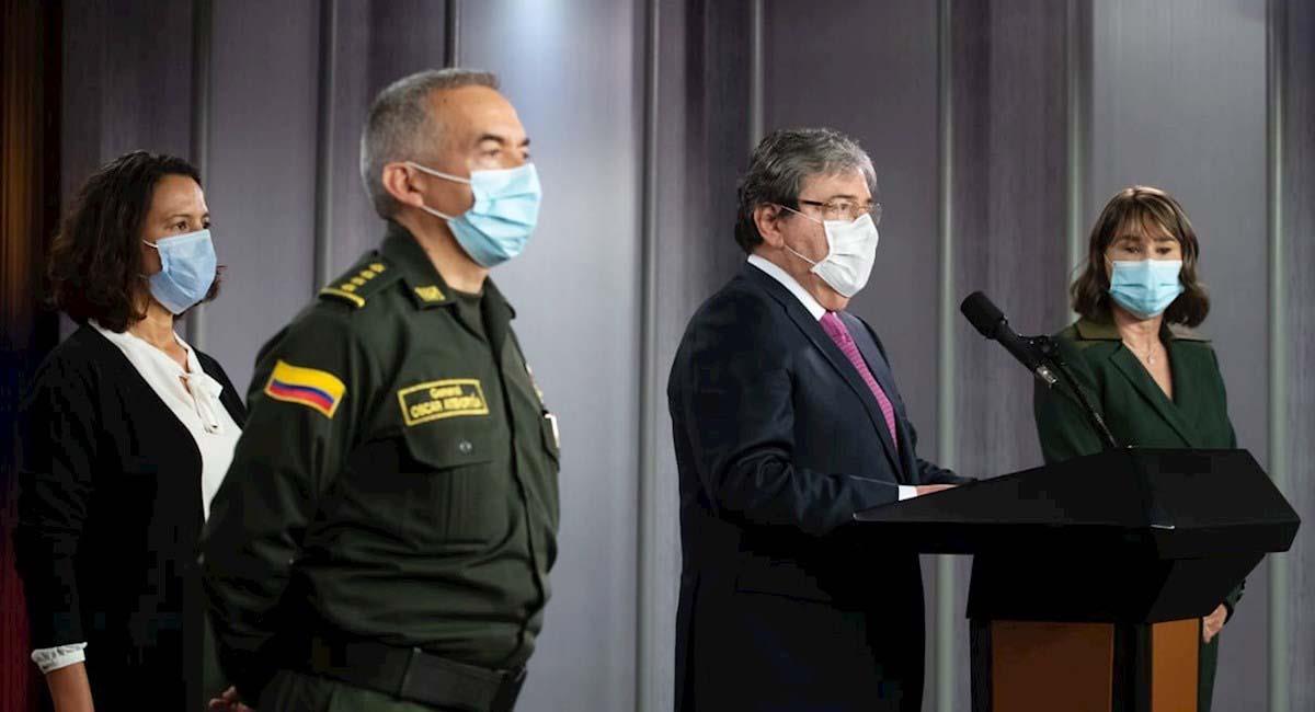Carlos Holmes Trujillo (c), ministro de Defensa de Colombia. Foto: EFE