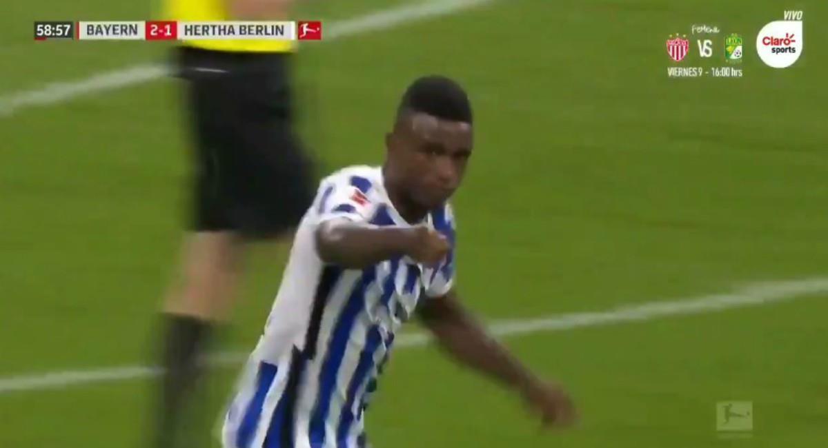 Jhon Córdoba marcó gol al Bayern Múnich. Foto: Twitter Captura pantalla Claro Sports
