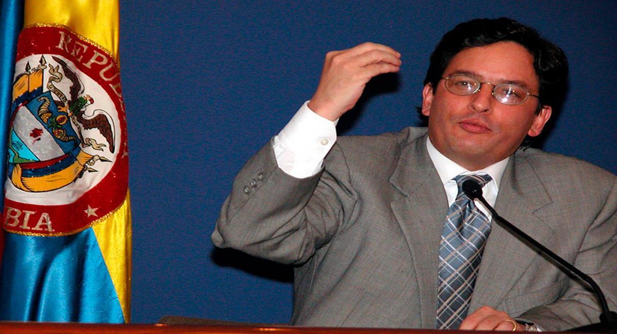 Alberto Carrasquilla, ministro de Hacienda del gobierno Duque, también lo fue en el gobierno de Álvaro Uribe Vélez. Foto: Facebook RCN Mundo