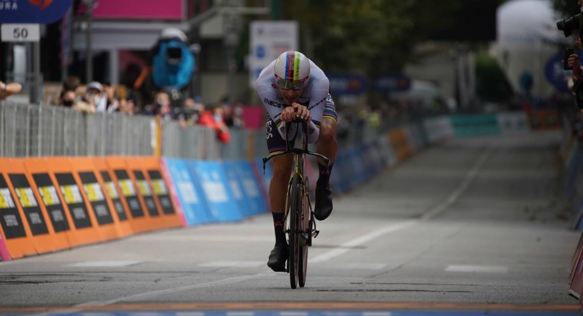 Filippo Ganna es el ganador de la etapa 14 del Giro de Italia. Foto: Twitter Prensa redes Giro de Italia.