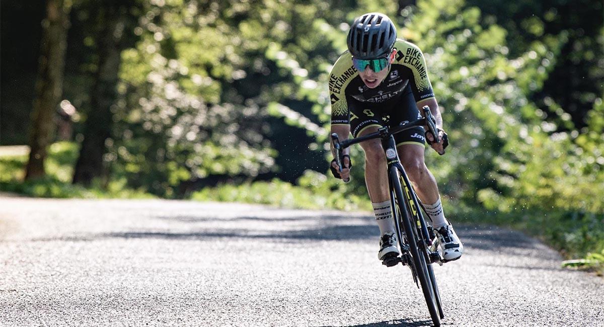 Esteban Chaves es uno de los ocho colombianos que participarán en La Vuelta a España. Foto: Twitter @estecharu