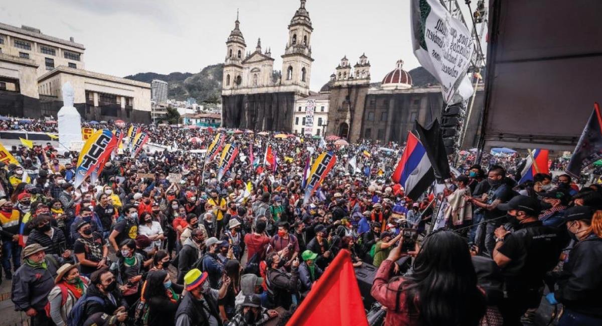 La movilización de concentra en la Plaza de Bolívar. Foto: Twitter @ClaudiaLopez
