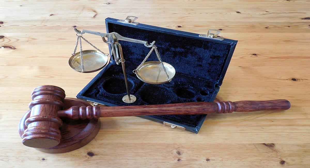 Aferrarse a un cargo judicial luego de la culminación de su periodo constitucional no es extraño en Colombia. Foto: Pixabay