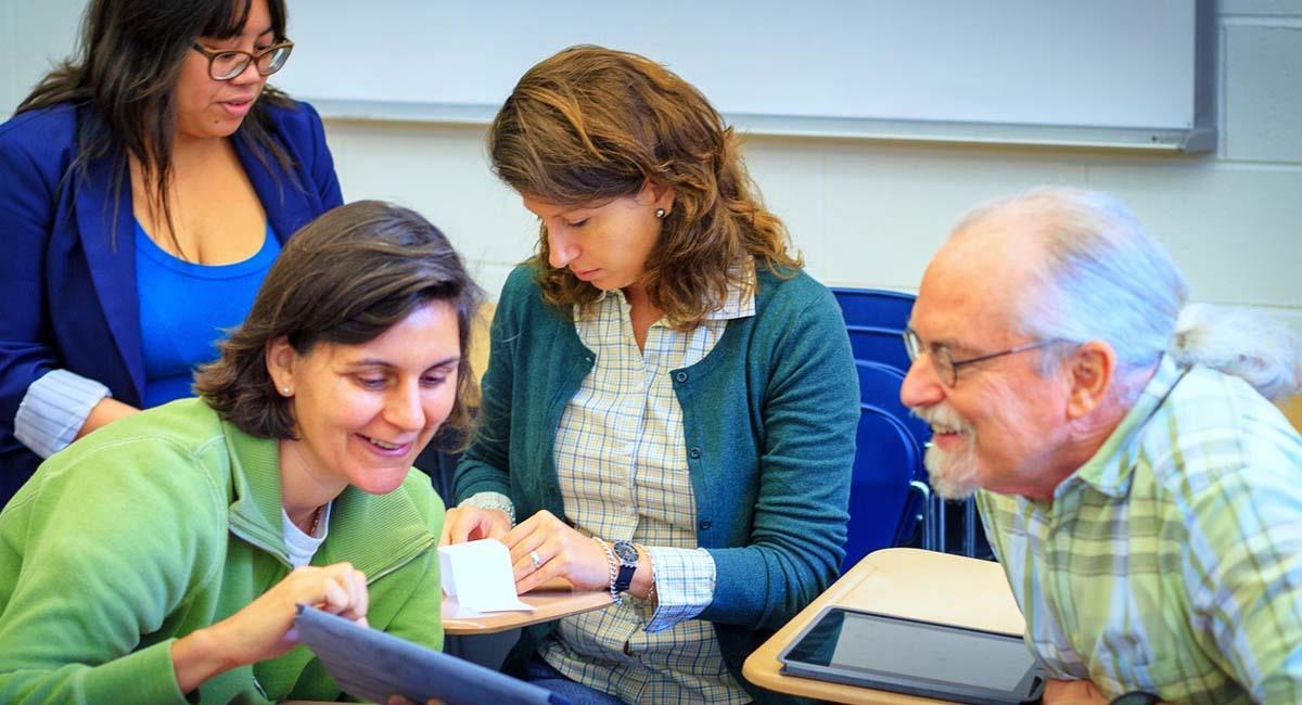 Los adultos también tienen derecho a culminar sus estudios de bachillerato. Foto: Pixabay