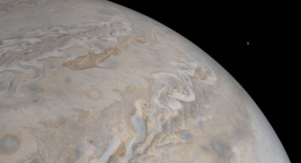 El clima y su tamaño resaltan entre las curiosidades del planeta 'azul'. Foto: Twitter @NASA.