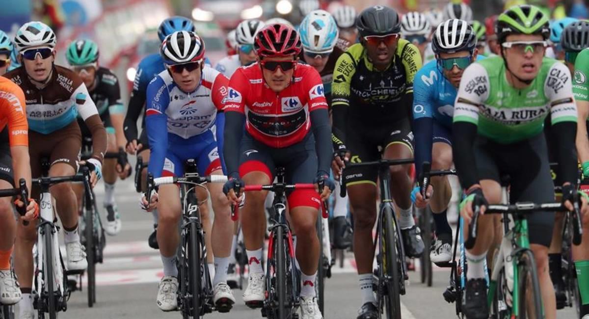 Richard Carapaz se queda sin uno de sus gregarios para defender la camiseta roja de La Vuelta. Foto: EFE