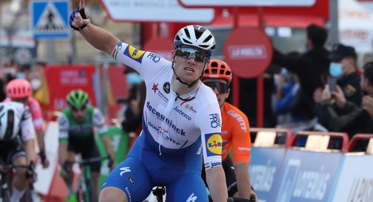 Sam Bennett es el ganador de la noventa etapa de La Vuelta. Foto: EFE