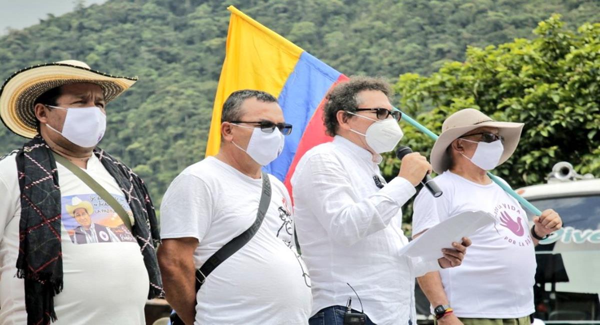 """En un acto en la vereda Pipiral en el departamento del Meta, los líderes de exFarc pidieron perdón por """"Pescas milagrosas"""". Foto: Twitter @CNRFARC"""