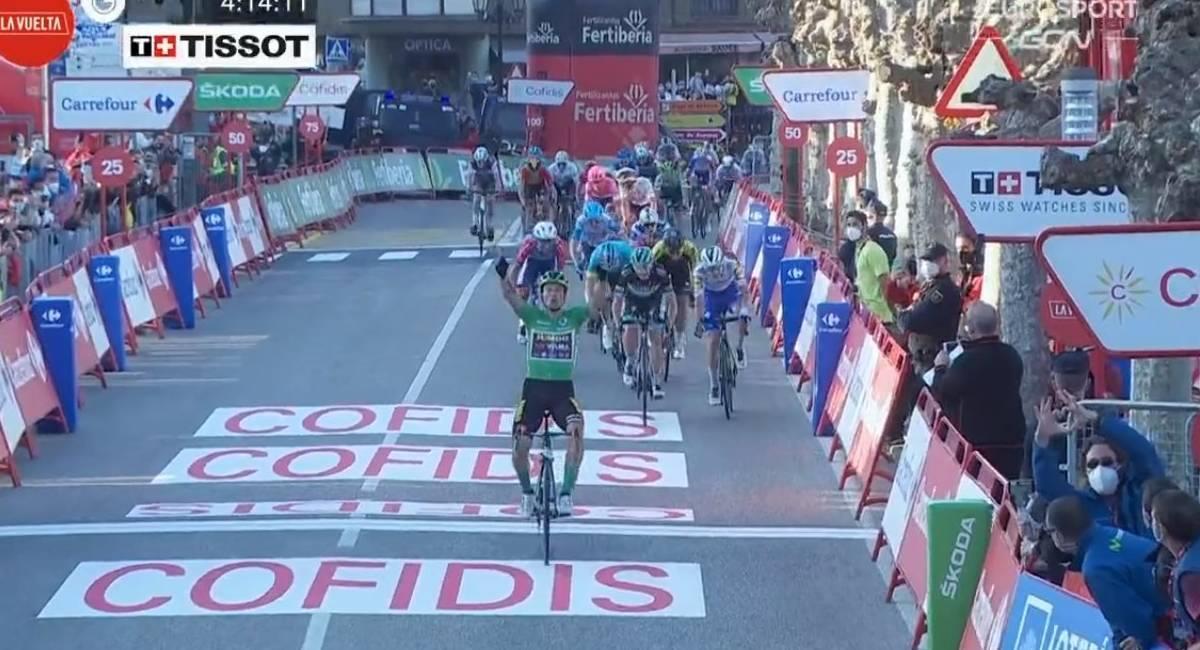 Primoz Roglic llega primero en la etapa 10. Foto: Twitter @lavuelta