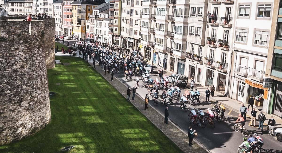 Así inició la etapa 14 de La Vuelta a España. Foto: Twitter / @lavuelta