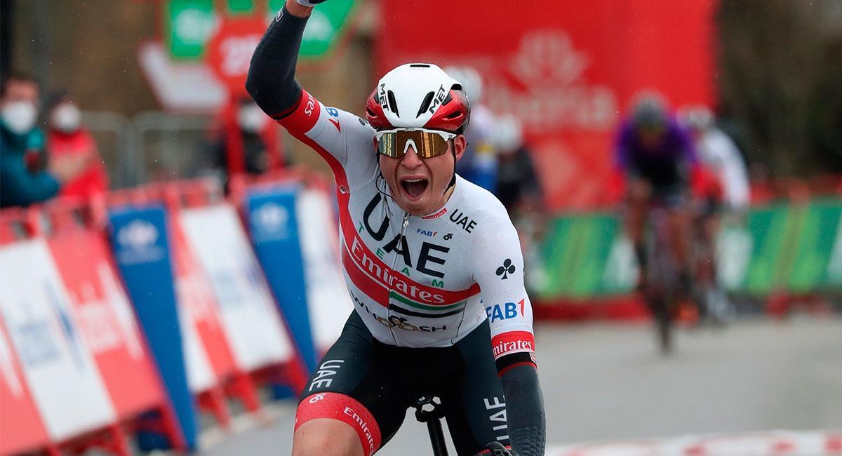 Jasper Philipsen se impuso en la etapa 15 de La Vuelta a España en un emocionante 'sprint' final. Foto: EFE
