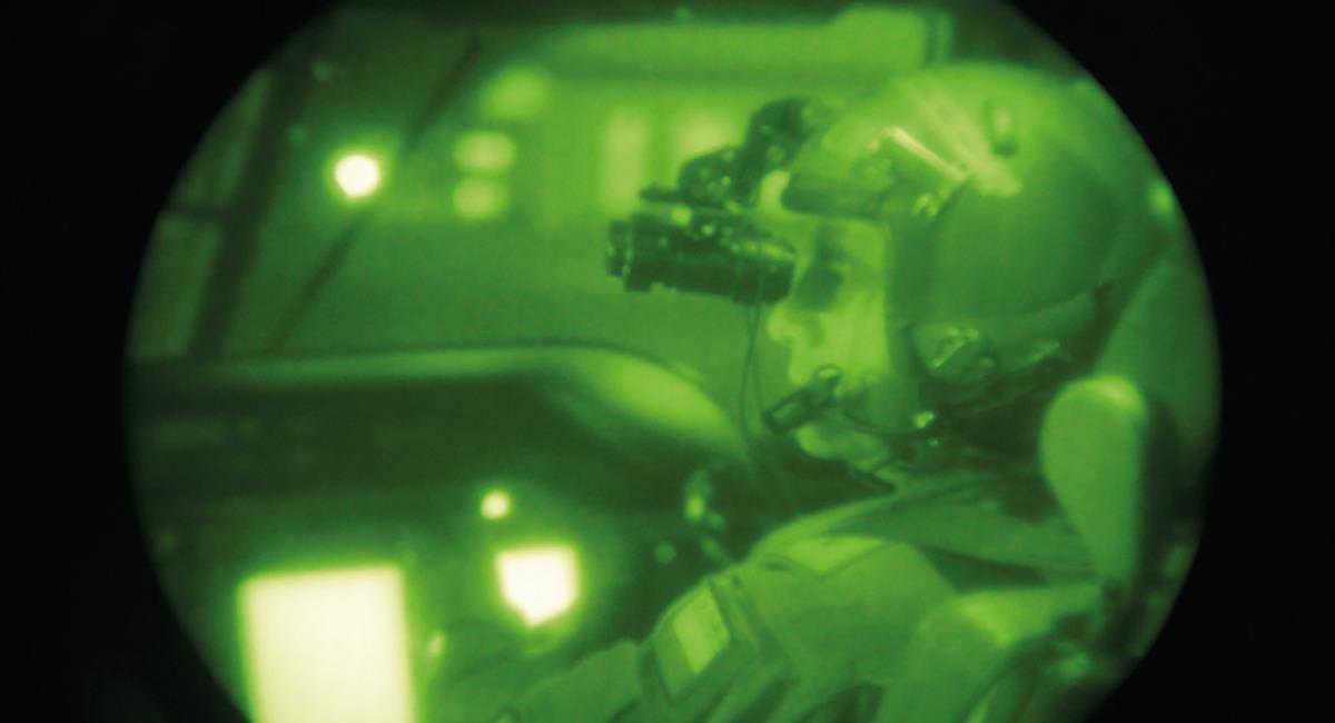 Por un amañado contrato de visores nocturnos fueron capturados varios oficiales militares y un intendente de la policía. Foto: Facebook Revista Fuerza Aérea Colombiana