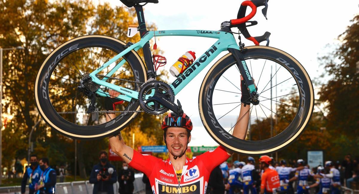 Roglic celebró como campeón de la Vuelta a España. Foto: Twitter Prensa redes Vuelta a España