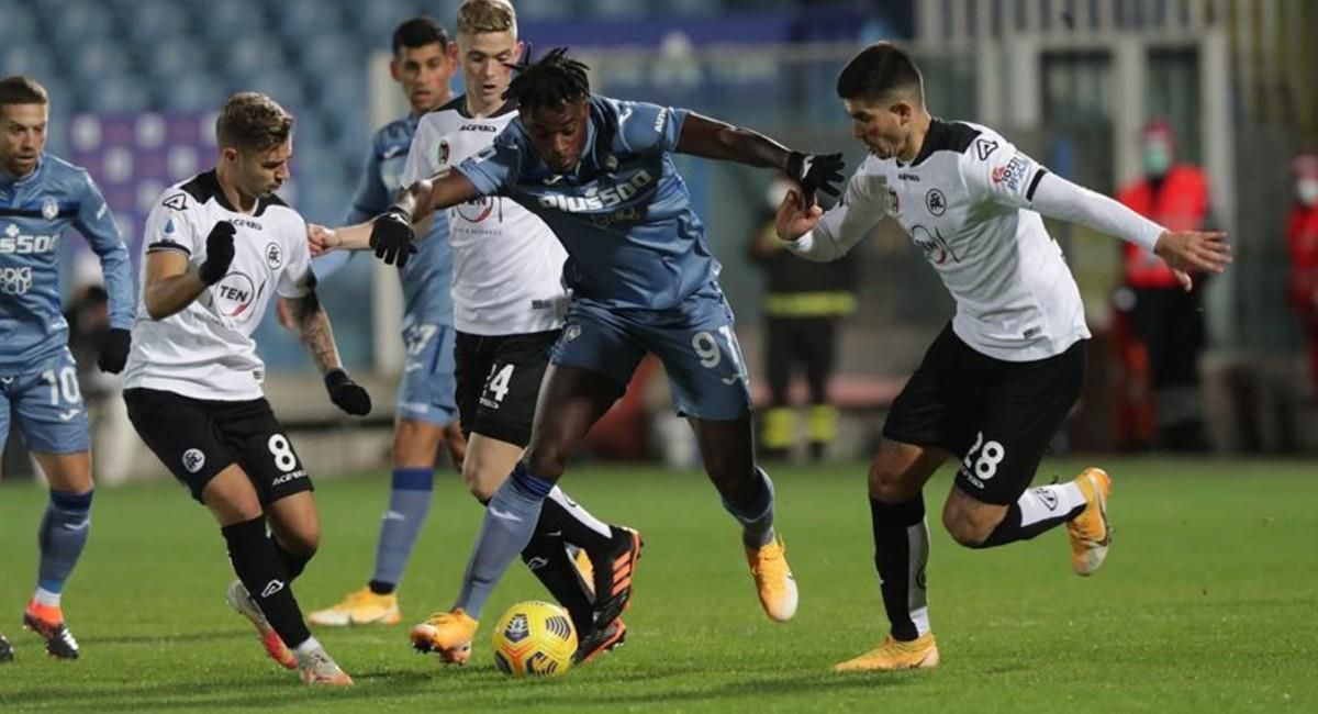 Duván Zapata en el partido ante Spezia en Italia. Foto: EFE