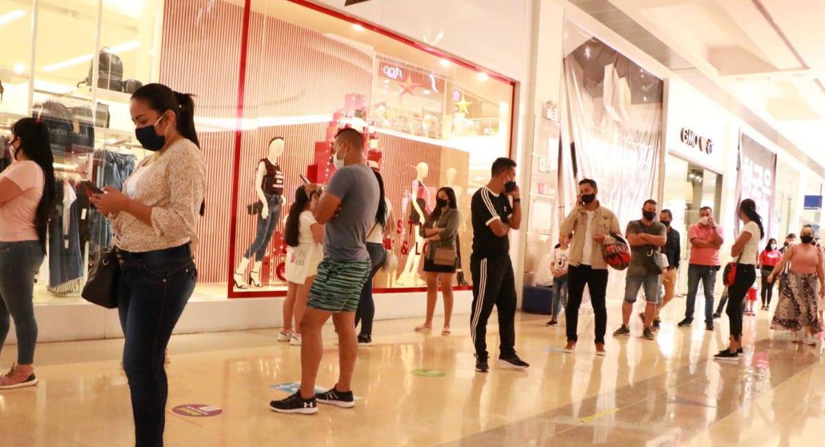 Aunque se recomendó la compra virtual, la compra presencial se presentó masivamente en los centros comerciales del país. Foto: Facebook Alcaldía de Ibagué
