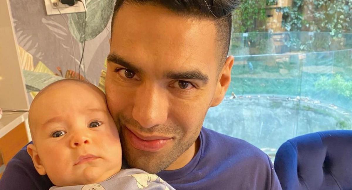 Falcao posó con su bebé. Foto: Twitter Prensa redes Falcao García.