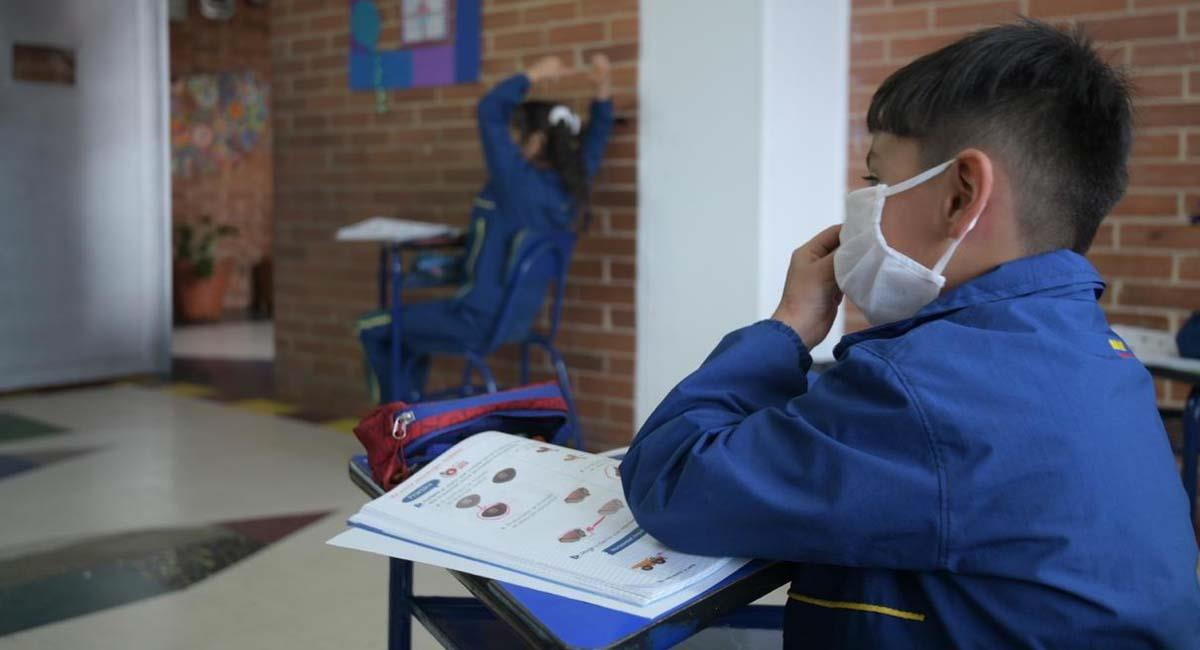 Se podrán matricular a los niños de primero de primaria en adelante. Foto: Twitter / @Educacionbogota