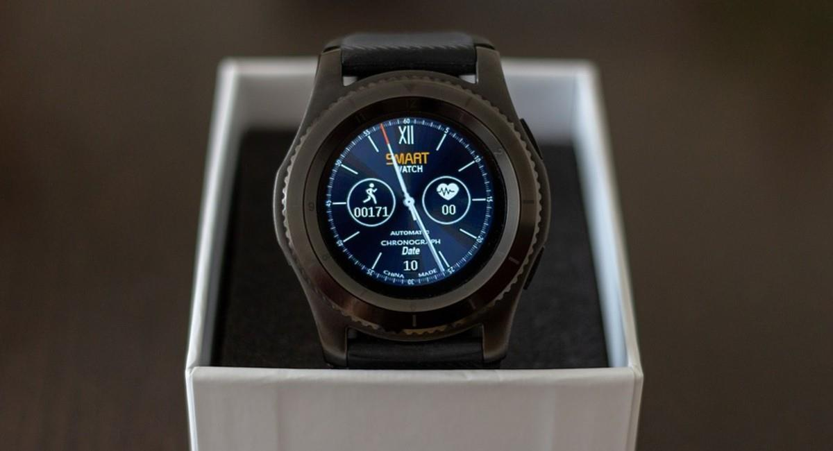 Un smartwatch es una buena opción para comprar el Black Friday y regalar en Navidad. Foto: Pixabay