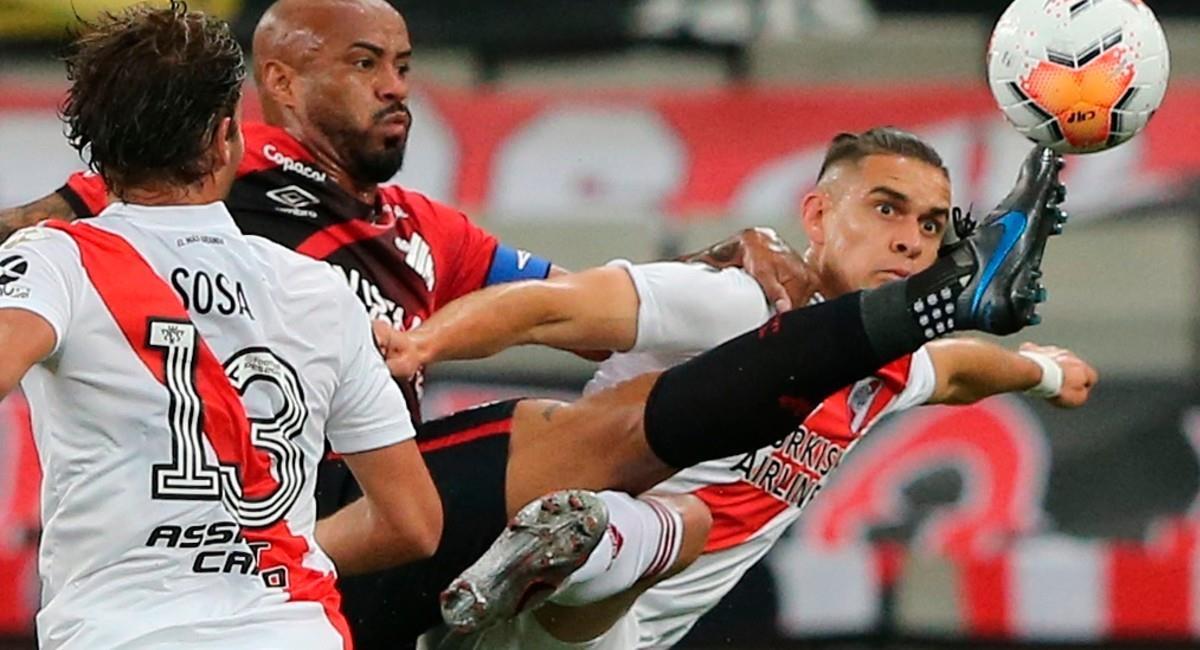 Rafael Santos Borré en el partido ante Atlético Paranaense. Foto: EFE