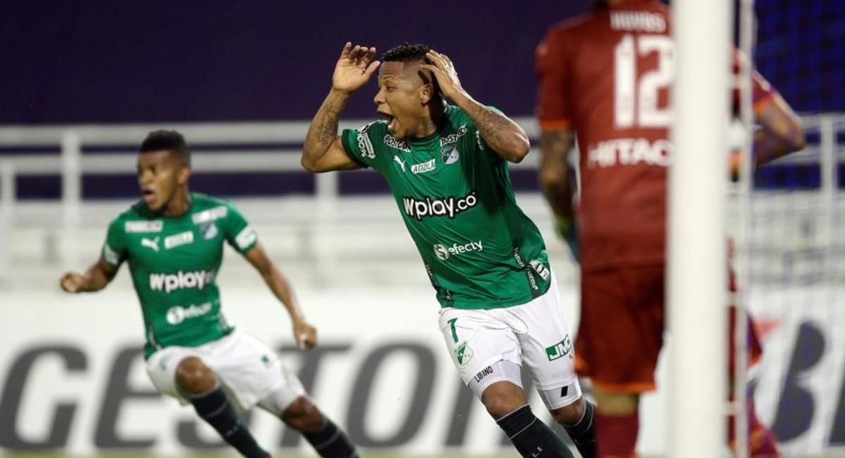 Jhon Vásquez no puede creer la decisión del árbitro ante su jugada de gol. Foto: EFE