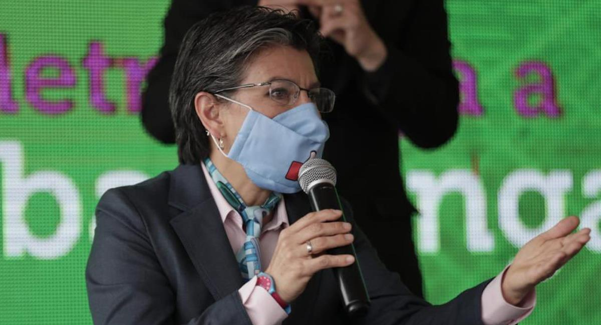 Claudia López hablando sobre la extensión del Metro de Bogotá. Foto: Twitter @ClaudiaLopez