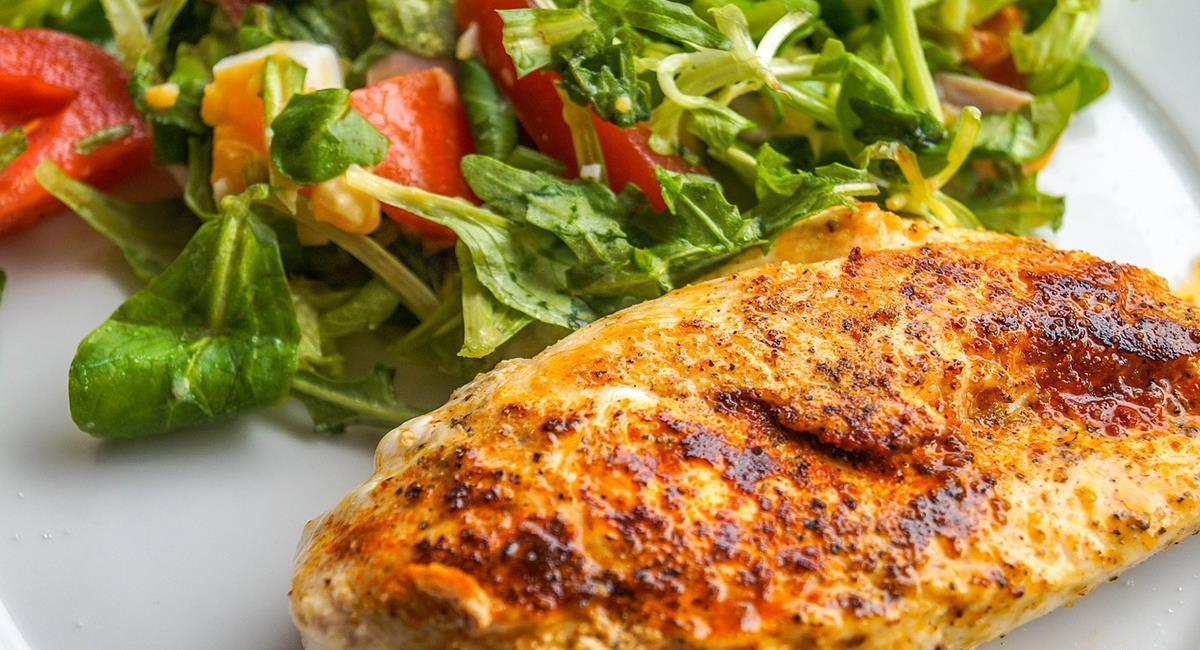 El pollo sería un buen sustituto del pavo, si no te gusta mucho. Foto: Pixabay