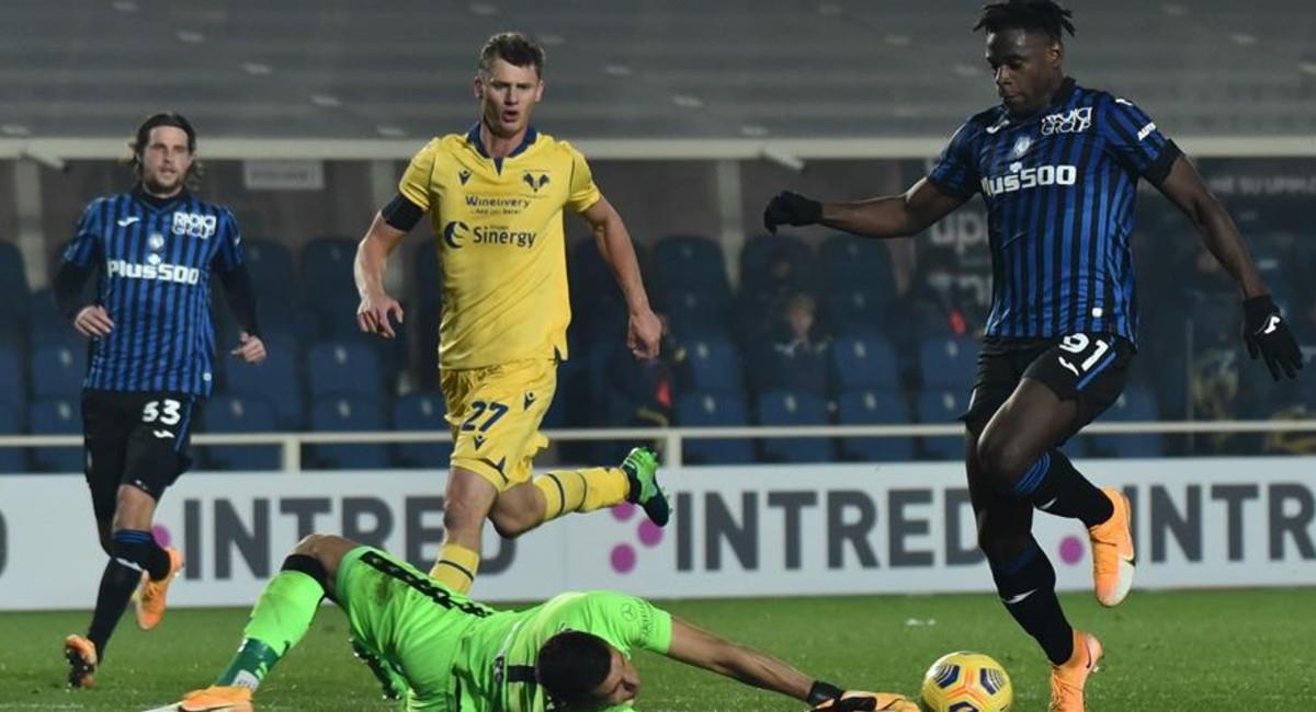 Duván Zapata en acción en el partido ante Hellas Verona. Foto: EFE