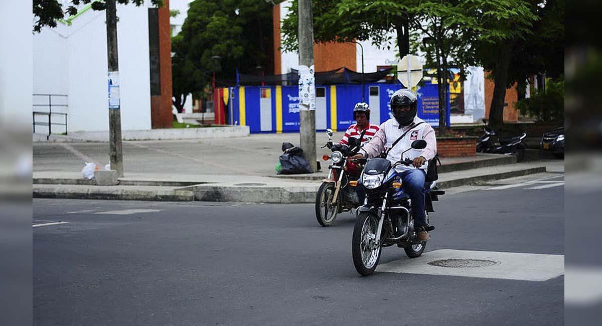 Los motociclistas en Bogotá también sufren por el estado de las vías. Foto: UNPeriódico Digital