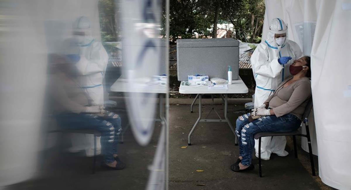Las pruebas PCR no se exigirán, hasta que el juzgado de Bogotá no aclare las normativas. Foto: EFE