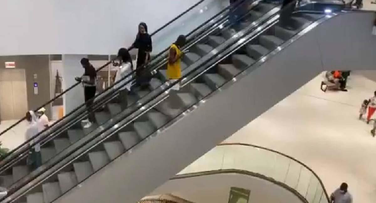 Los ciudadanos no dejaron de divertirse en la inauguración de este centro comercial. Foto: Twitter / @DoualaMall