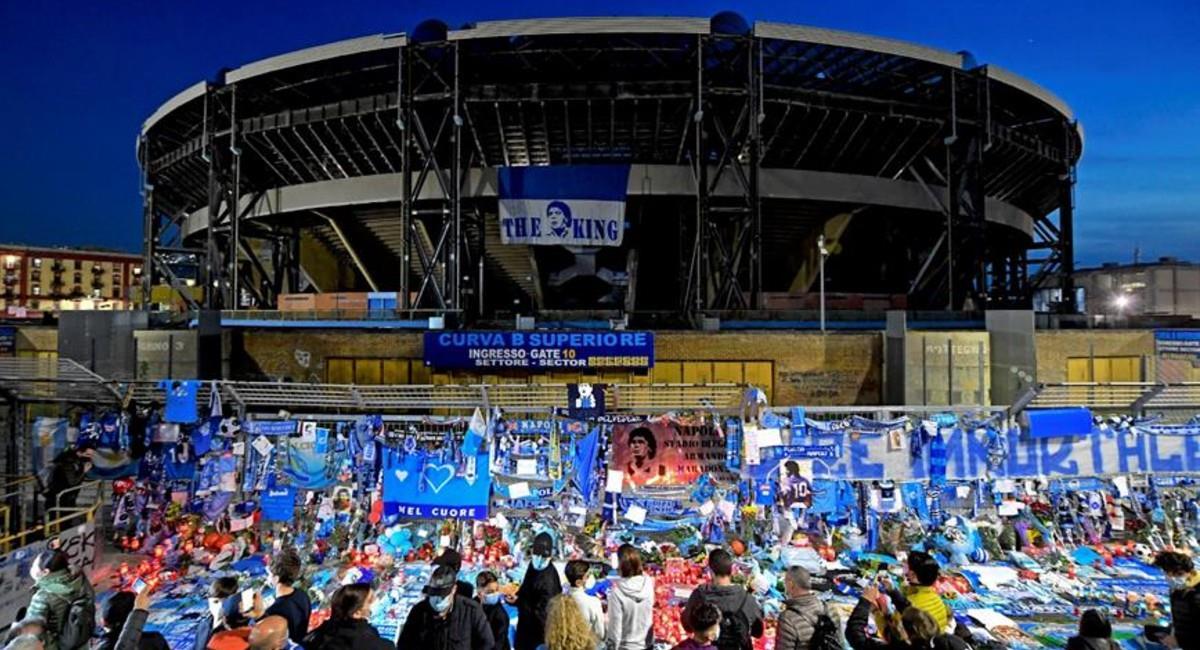 """El Estadio San Paolo ahora llevará el nombre """"Diego Armando Maradona"""". Foto: EFE"""